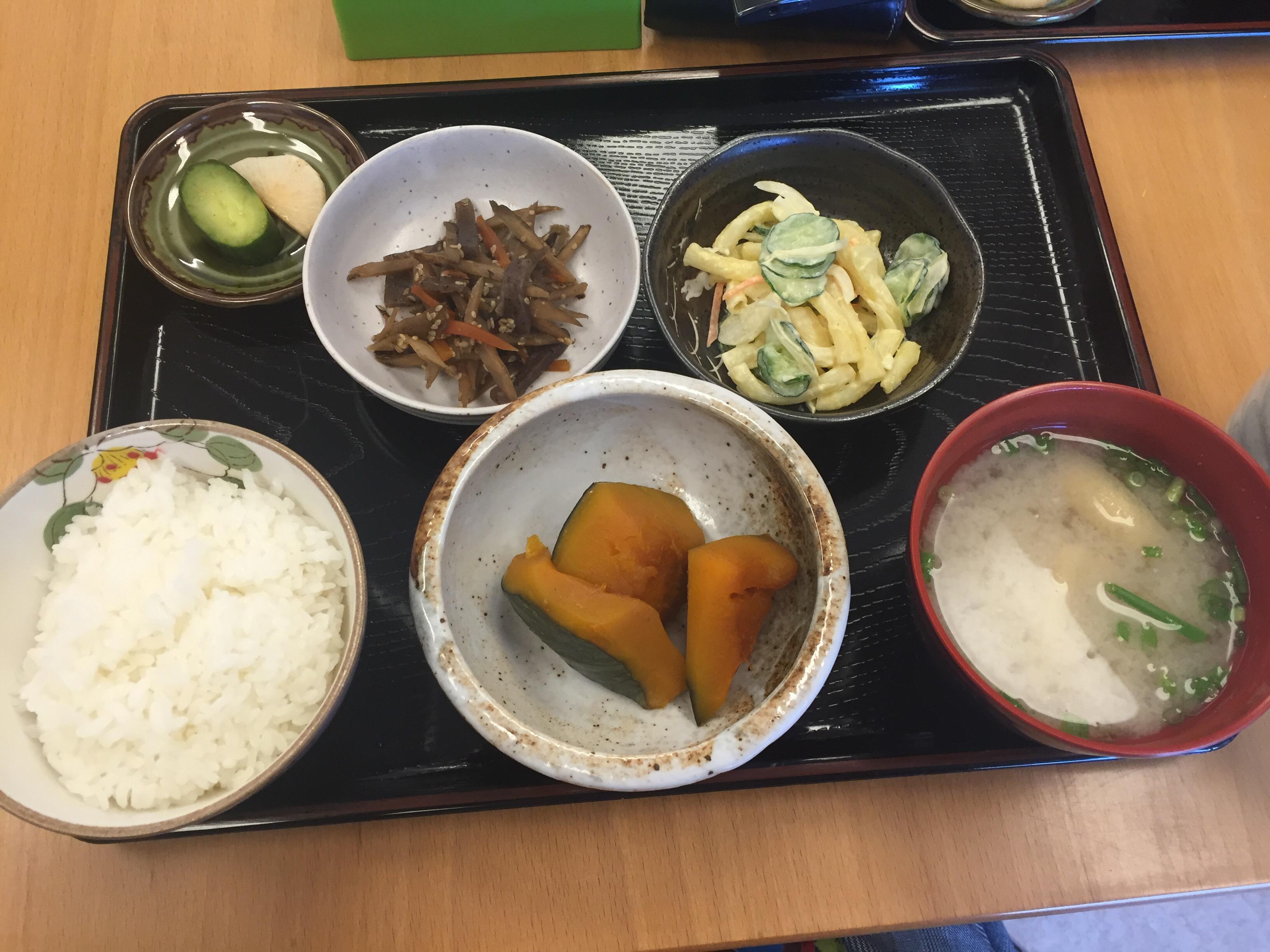 惣菜選べる定食(サラダ、かぼちゃの煮物、きんぴら)