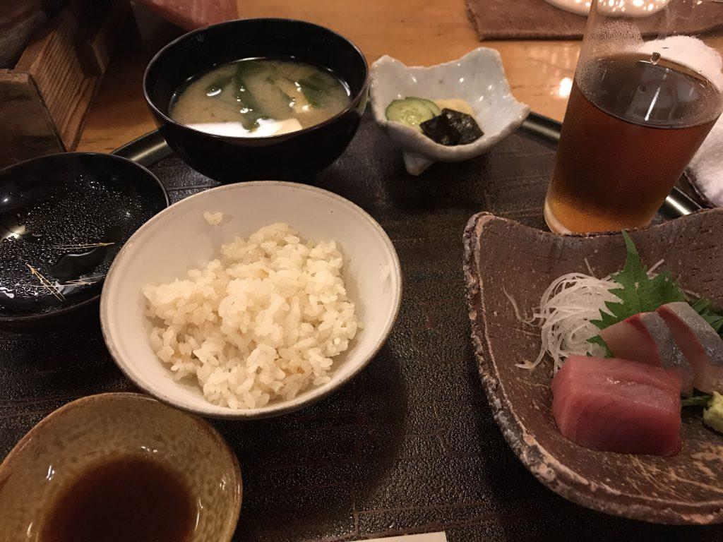 石野銀平 鯛めしと刺身と味噌汁
